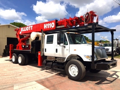 Elliott Sign Crane Truck