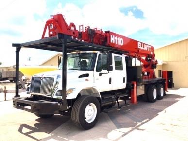 Elliott Sign Crane Truck