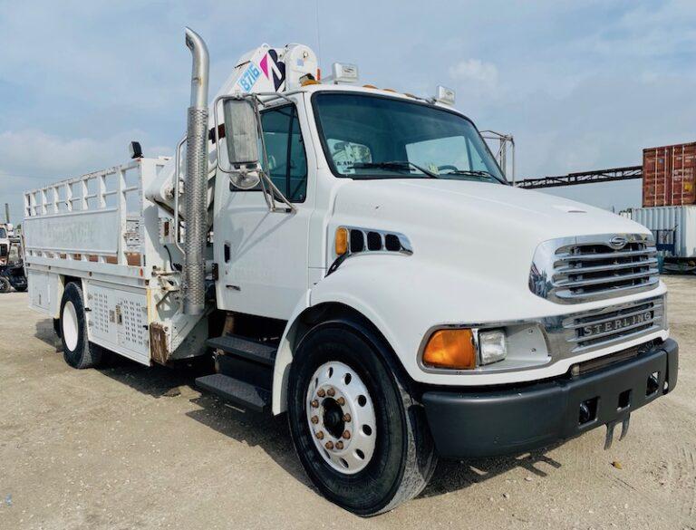 FEC 8716 Tire Crane Service Truck